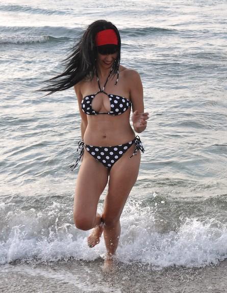 דלית זריהן פפראצי בים, היפה והחנון 3