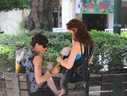 יעל גולדמן ואיגי וקסמן נפגשות, יוני 2012ברק פכטר (צילום: ברק פכטר ,mako)