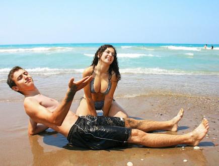 גבר ואישה בבגדי ים