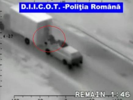 שוד של משאית נוסעת (וידאו WMV: telegraph.co.uk)