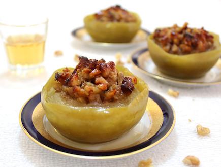 תפוחים אפויים במילוי וויסקי ואגוזים