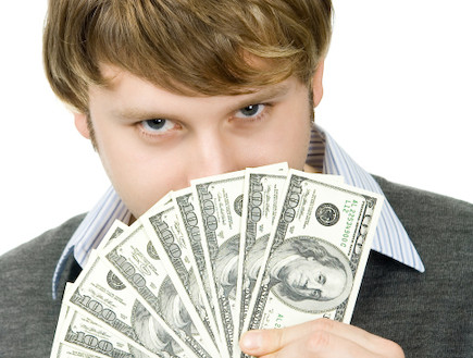 גבר עם כסף (צילום: אימג'בנק / Thinkstock)