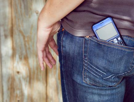 טלפון סלולרי בכיס