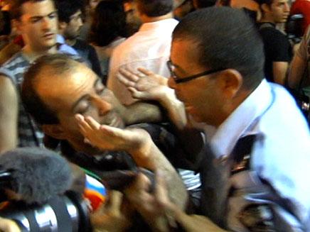 עימותים בהפגנה בתל אביב, אמש (צילום: חדשות 2)