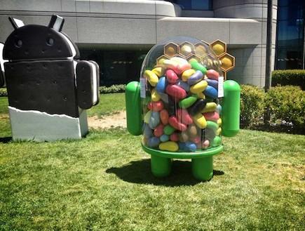 פסל Jelly Bean במשרדי גוגל (צילום: יוטיוב )