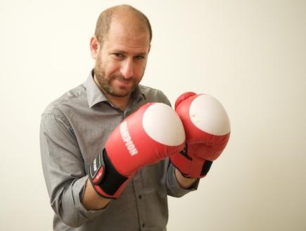 חנוך דאום מתאגרף (צילום: רועי ברקוביץ' ,mako)