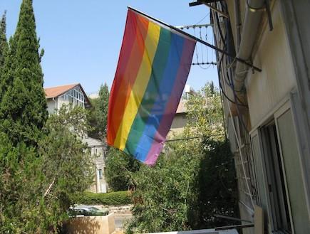 דגל גאווה בירושלים - קטמון גאה מתמיד (צילום: תומר ושחר צלמים)