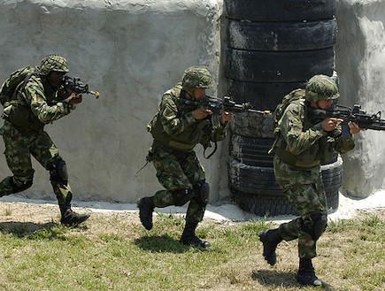 חיילים קולומביאנים באימון