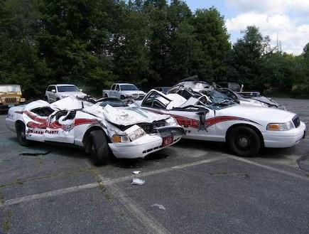 הרס בתחנת משטרה (צילום: יוטיוב )