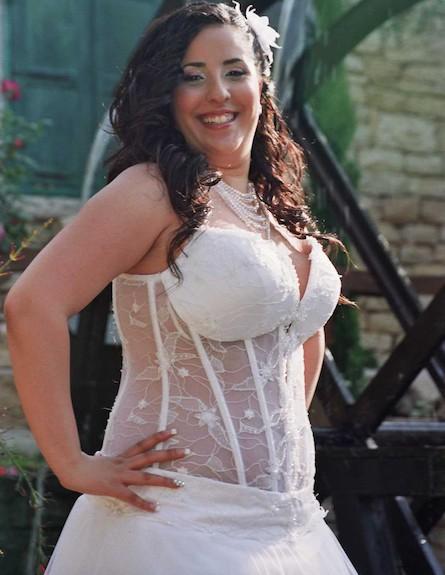 חני לפני הירידה במשקל ביום חתונתה