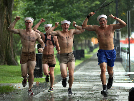 חיילים בגשם