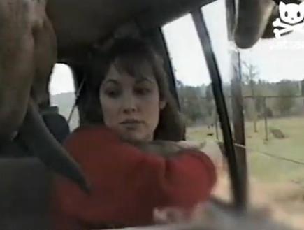 ג'ירפה מנשקת (צילום: מתוך youtube)
