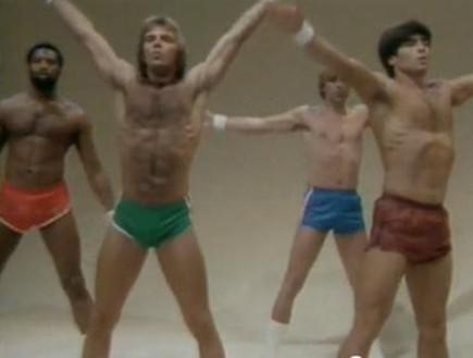 בחורים מתאמנים שנות השמונים (צילום: צילום מסך מתוך youtube)