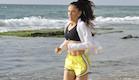 מיכל צפיר רצה בחוף הים(mako)