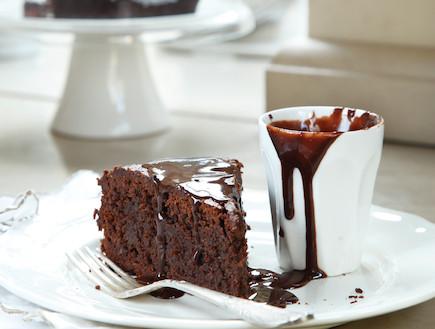 עוגת שוקולד ושקדים מבולוניה (צילום: דניה ויינר ,100 העוגות הטובות של על השולחן)