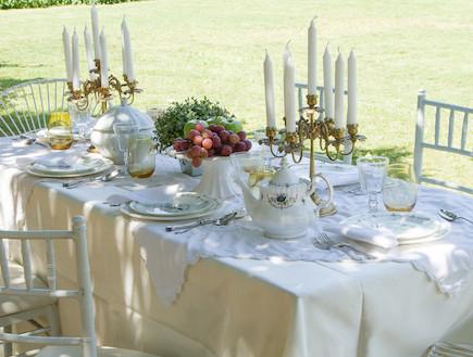 שולחן חג -פמותים לבנים בעיצוב רוני דה -ליידה