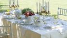 שולחן חג -פמותים לבנים בעיצוב רוני דה -ליידה (צילום: ליאור קסון)