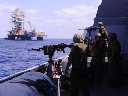 חיל הים מגן על אסדות הגז