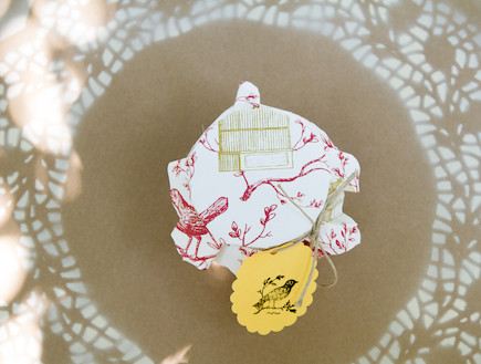 שולחן חג-צנצנת עטופה בבד בעיצוב נעמי ונאוה