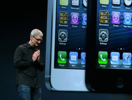 """מנכ""""ל אפל, טים קוק, משיק את אייפון 5(getty images)"""