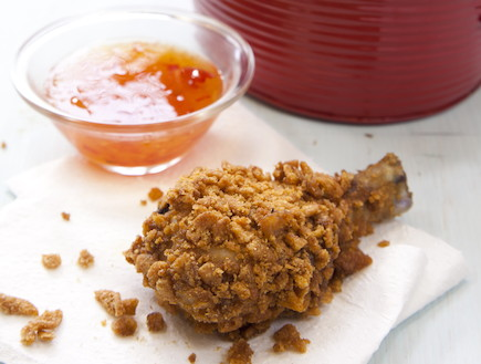 שוקי עוף בחמאת בוטנים וחטיף בטעם גריל (צילום: דן לב ,הבית של שי-לי, הוצאת ידיעות ספרים)