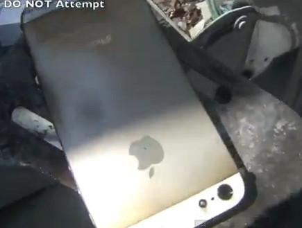 אייפון 5 מטוגן במיקרוגל (צילום: יוטיוב )