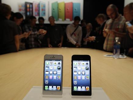 אייפון 5. תענוג יקר בישראל (צילום: AP)