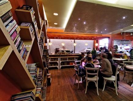 בתי קפה ידידותיים לילדים - גן סיפור