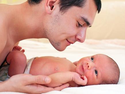 אבא עם תינוק (צילום: אימג'בנק / Thinkstock)