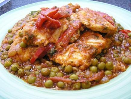 חזה עוף ברוטב עגבניות חריף (צילום: מוטי בר און ,אוכל מכל הלב)