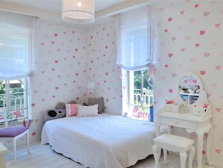 חדר נערה, קיר לבבות