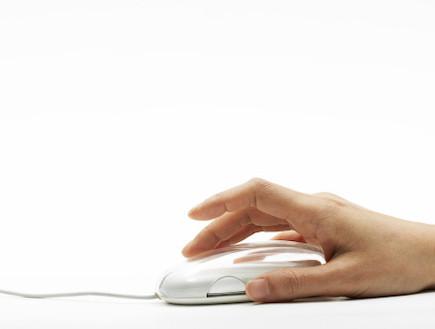 יד עם עכבר מחשב