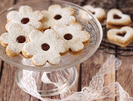 עוגיות חמאה, פקאן ומעדן פרי (צילום: חן שוקרון ,אוכל טוב)