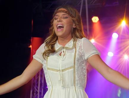 כוכבי הפסטיגל שרים ביטלס (צילום: יונתן ידובסקי)