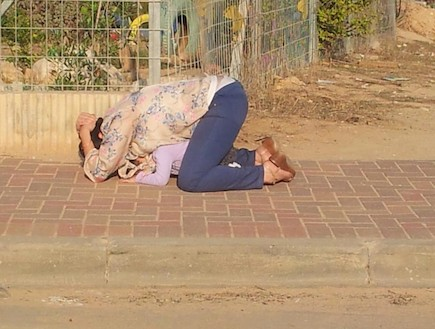 The photo that gripped Israel. A young mother protects her daughter during a siren in Ofakim. This photo was taken by a 50 year old taxi driver who had stopped right next to them.