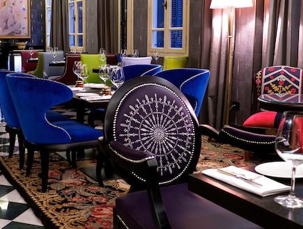 מסעדת עלמה, שולחן וכסאות, יונתן רושפלד