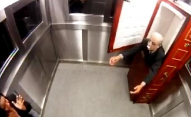 זומבי במעלית
