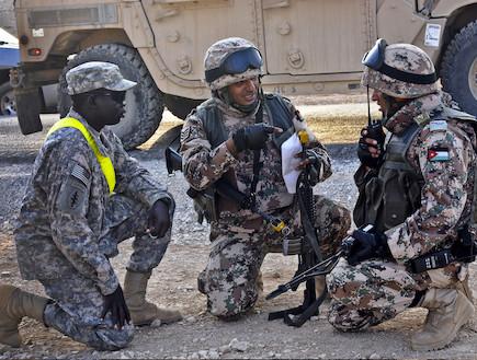 חיילים אמריקאים וירדנים באפגניסטן