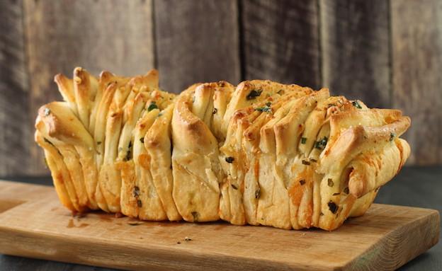 לחם גבינות ושום נתלש (צילום: חן שוקרון ,אוכל טוב)