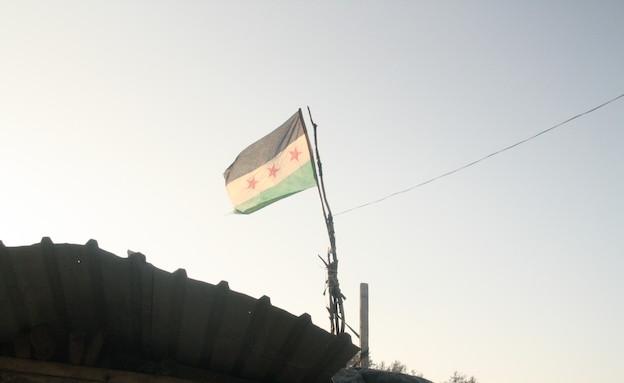 דגל סוריה מתנופף (צילום: אמיר תיבון ,עובדה)