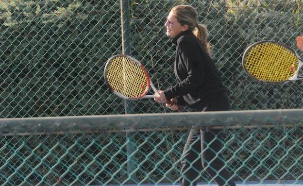 טלי מורנו משחקת טניס (צילום: ברק פכטר ,mako)