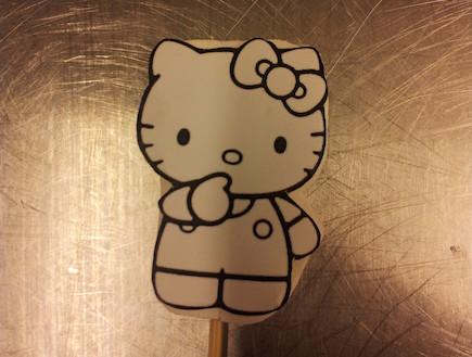 סדנת בצק סוכר בלגעת באוכל - רישום של הלו קיטי