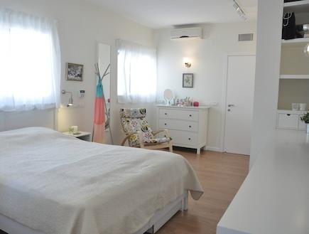 חדר שינה הורים (צילום: טליה ביקסון)