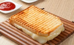 טוסט גבינה צהובה (צילום: istockphoto ,istockphoto)