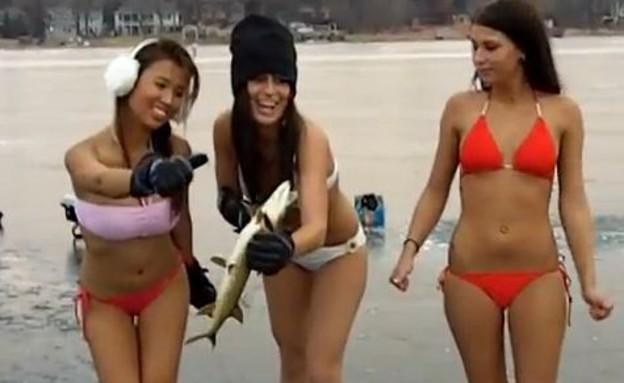 נבחרת דיג קרח בבקיני(צילום מסך youtube)