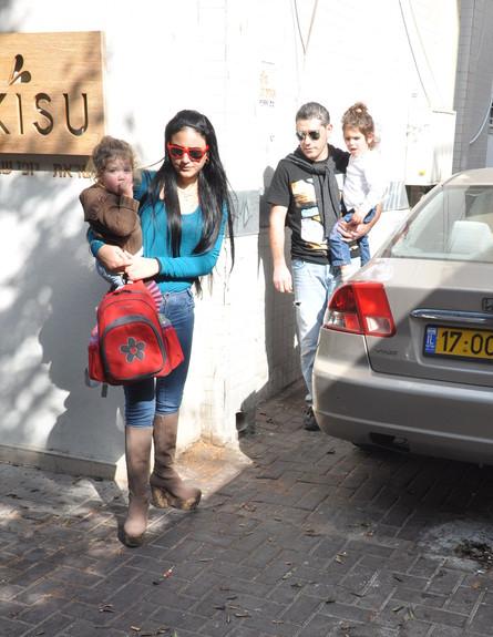 מעיין חודדה בולסת עם מוטי והילדים