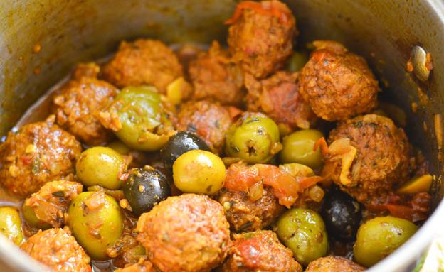 כדורי סויה ברוטב זיתים טבעוני (צילום: נטלי הולדינג ,Thevlog: ספר המתכונים של נטלי הולדינג)