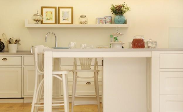 הלל, שולחן לבן (צילום: מושיק כהן)