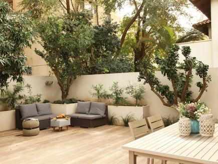 פינת ישיבה בגינה (צילום: מושיק כהן)