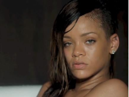 ריהאנה בקליפ stay (צילום: צילום מסך)